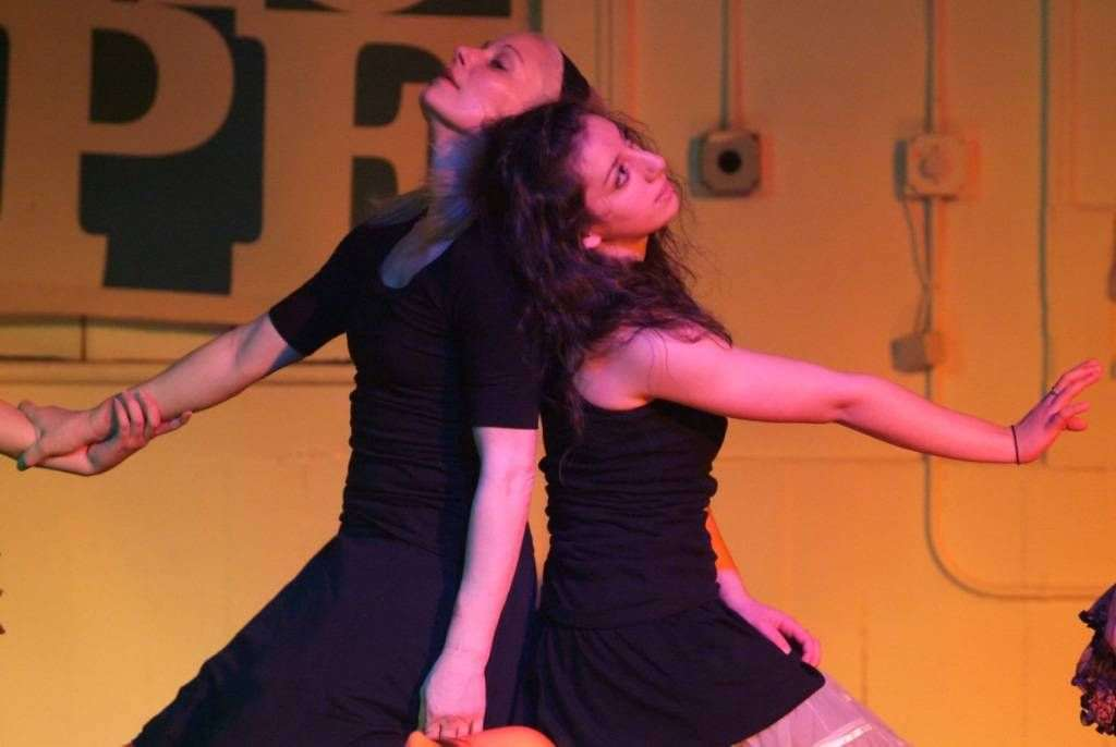 dancers-01